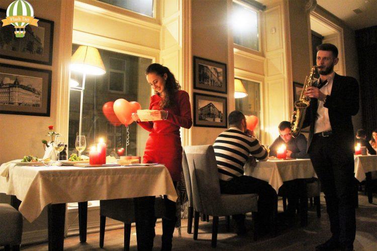 Романтичне освідчення-сюрприз в ресторані