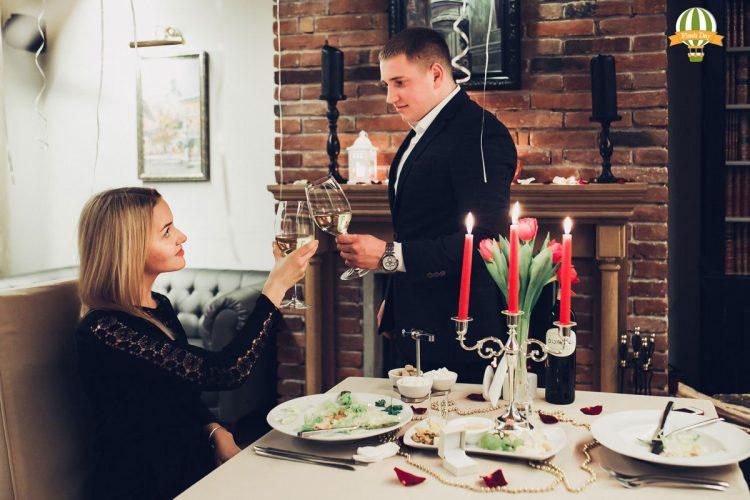 Романтичне освідчення біля каміна у Львові