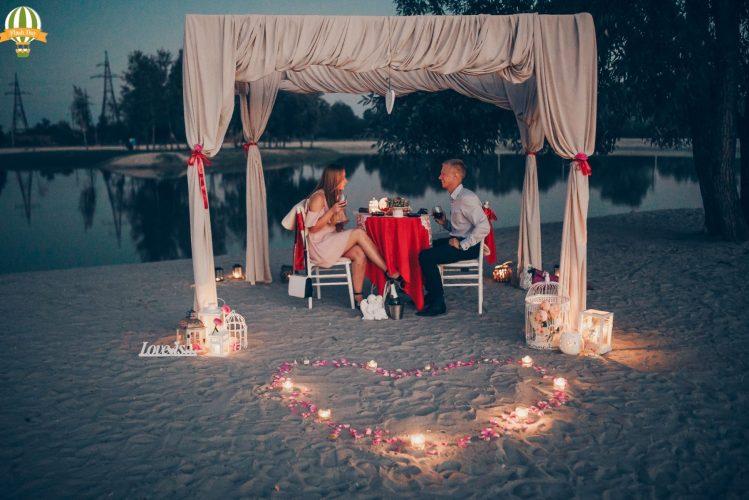Романтичне побачення на березі озера
