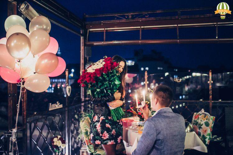 Романтичне освідчення на терасі
