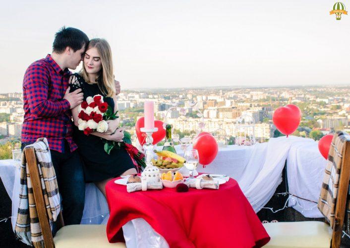 Романтичне побачення на даху у Львові