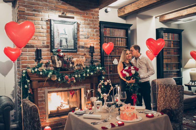 Романтичне побачення біля каміна у Львові