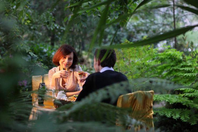 Романтичне побачення в оранжереї в Києві