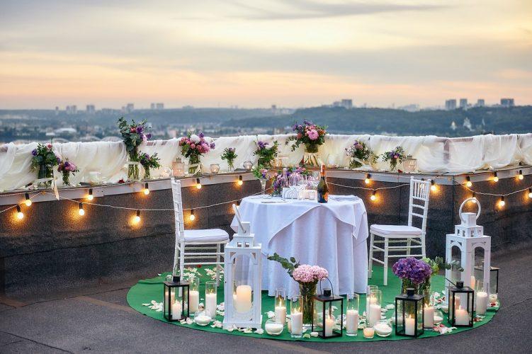 Романтичне побачення на даху в Києві