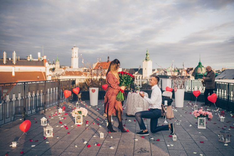 Романтичне освідчення на даху у Львові