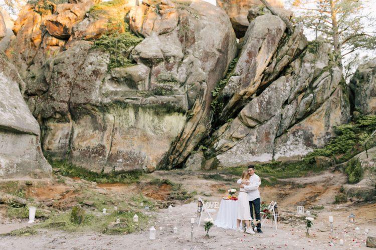Неймовірне освідчення на скелях Довбуша