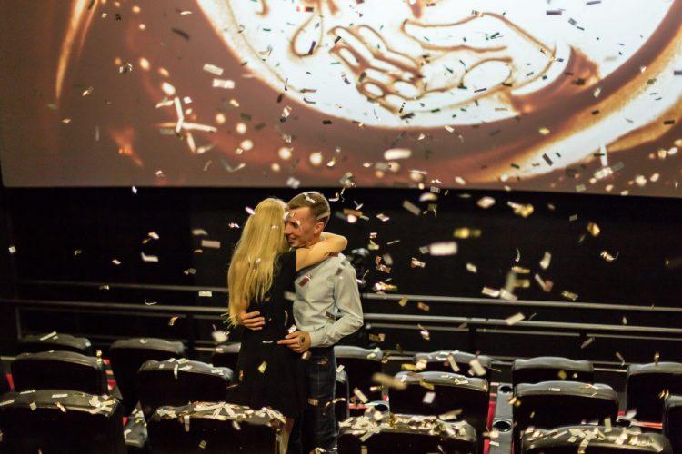 Грандіозне освідчення в кінотеатрі